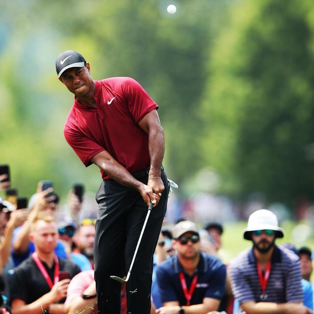 画像: タイガー・ウッズは状況次第でグローブの着脱を選んでいる(写真は2018年の全米プロゴルフ選手権 撮影/姉崎正)