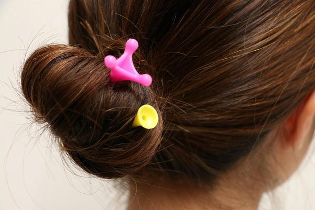 画像: ティをかんざし風にまとめた髪の結び目に差しているゴルフ女子は少なくない(画像は『かんざしてぃ』ではありません)