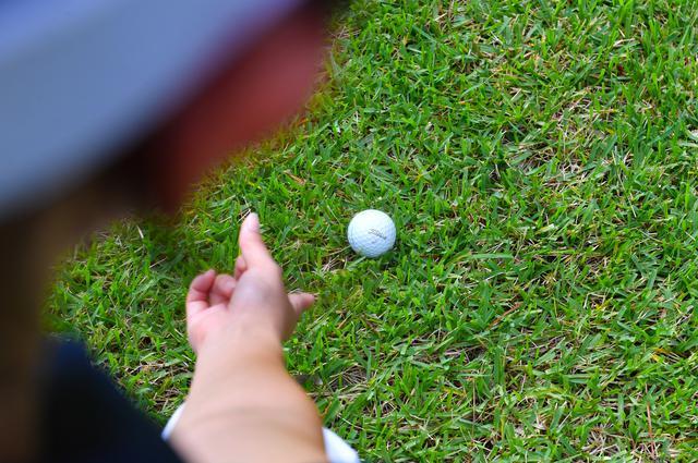 画像: 「タイトリストの2番って、私の1球目じゃない? ラッキー♪」