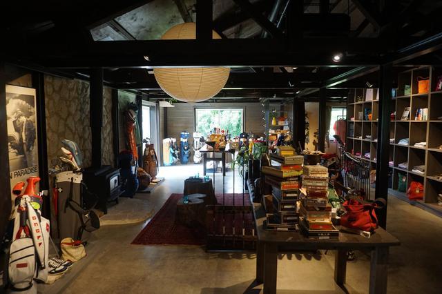 画像: house ONOFFのメインスペース。昼間は人気の蕎麦店「いしぐふー」、夜はBarを併設営業。ホームページ https://www.houseonoff.com/