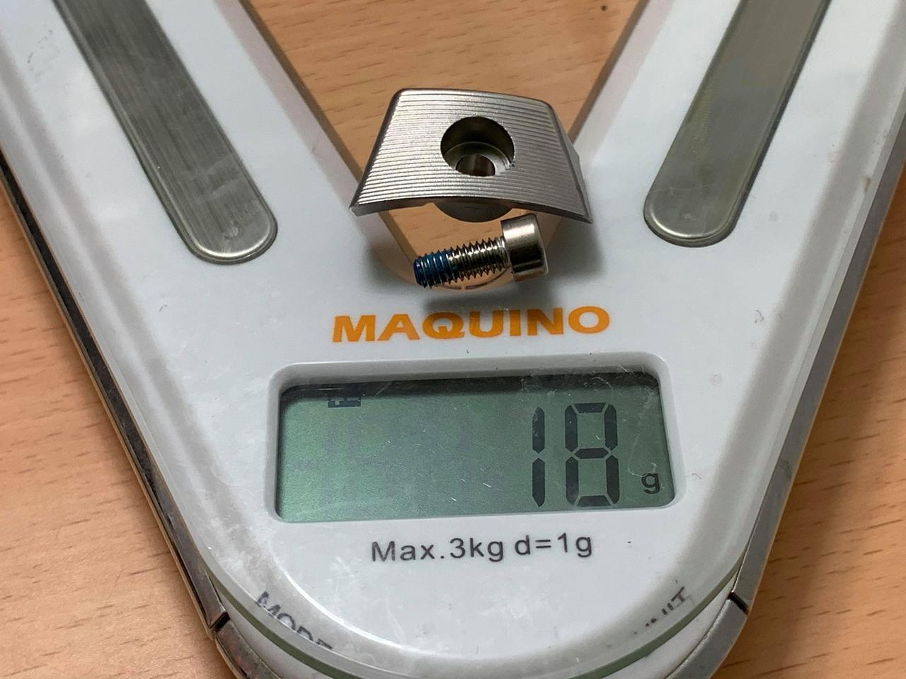 画像: SIM MAXのタングステンウェイトは18グラムとヘビー級。これがあるからこそミスヒットに強いのだが……