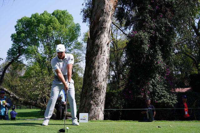 画像: 1番目の画像 - B・デシャンボー 正面ドライバー連続写真 - みんなのゴルフダイジェスト