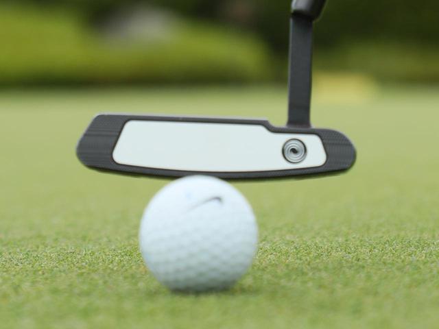 画像: 102ヤードのティショットをパターで打ち、ホールインワンを達成したゴルファーが話題となっている(写真はイメージ)