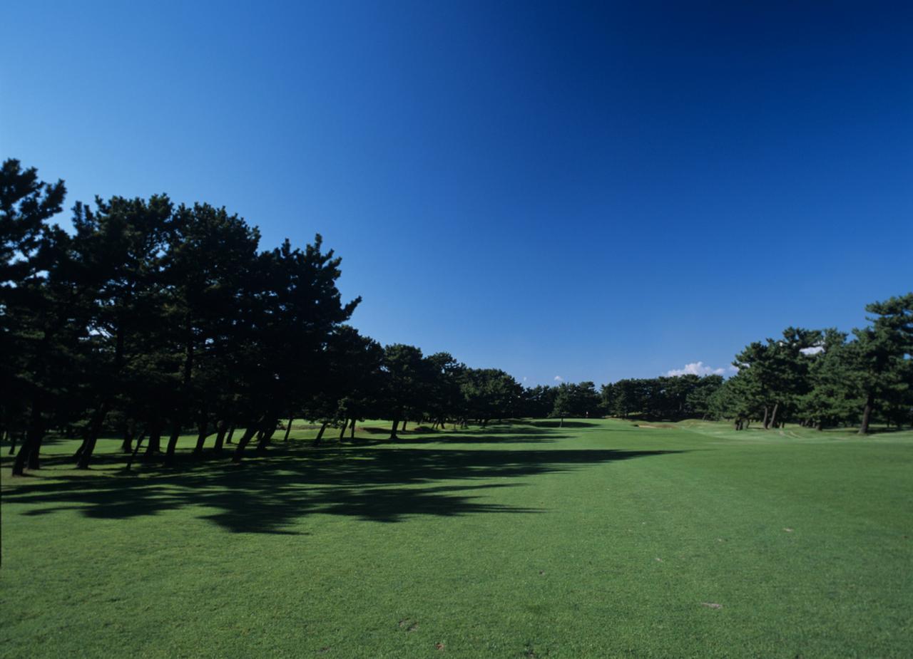 画像: 秋田県250歳ゴルフ大会の開催コースである秋田カントリー倶楽部の大平山コース2番ホール