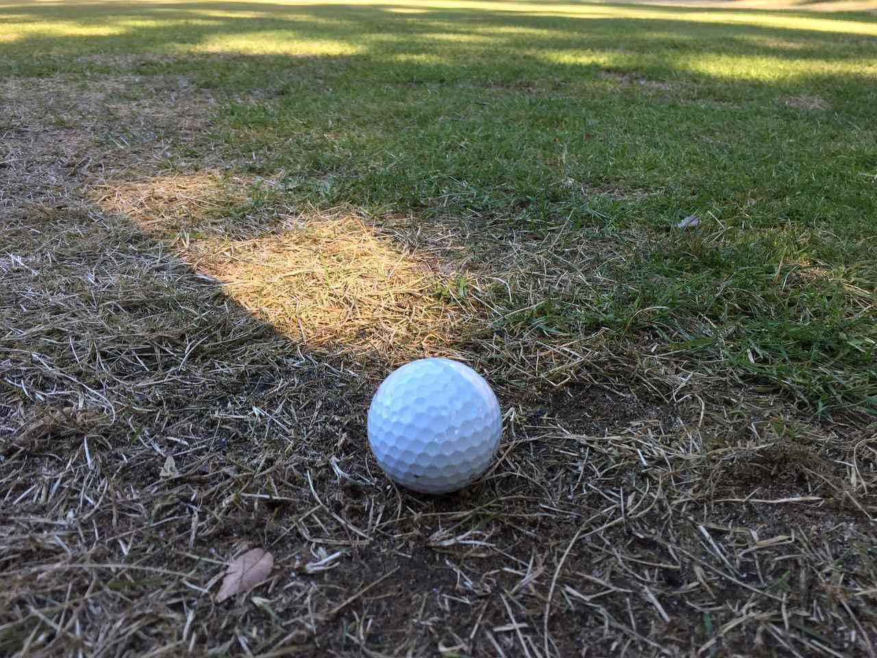 画像: グリーン周りの薄い芝。「何番」で打つのが正解ですか? - みんなのゴルフダイジェスト