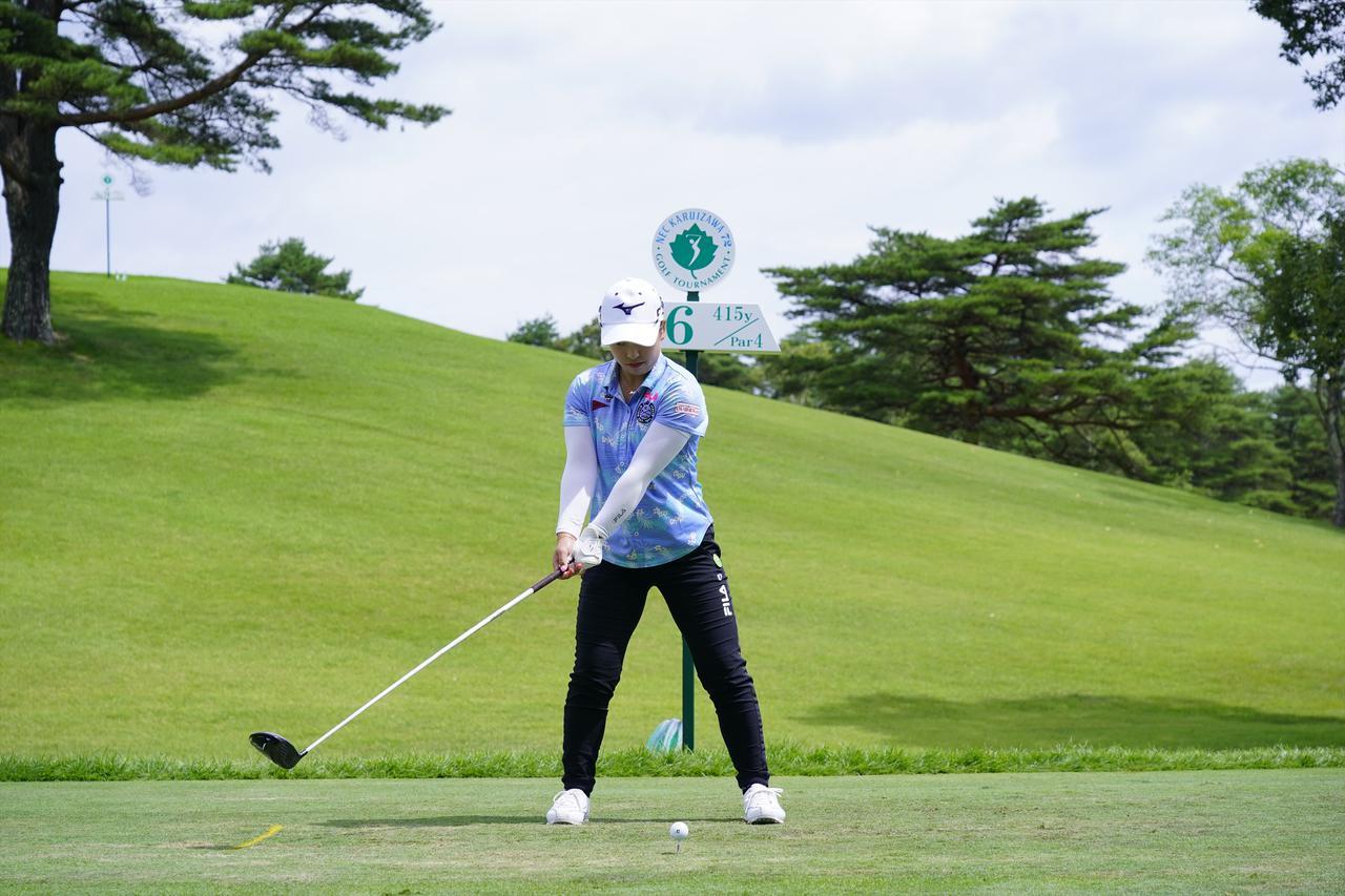 Images : 2番目の画像 - 西郷真央 ドライバー正面ドライバー連続写真 - みんなのゴルフダイジェスト