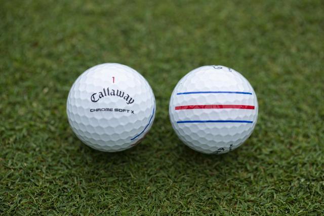 画像: キャロウェイの「トリプルトラック」は青と赤の3本線がターゲットに真っすぐ合わせやすい。写真のボールは「クロム ソフト X トリプルトラック」