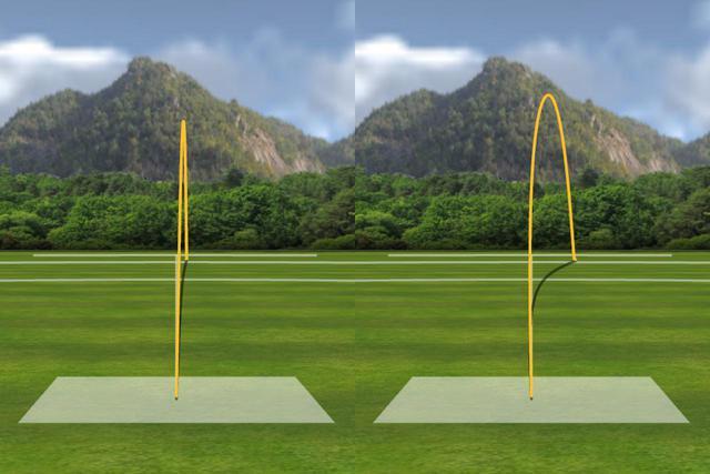 画像: 堀口がいつも通り打った場合の弾道が左、あえてフェースを開いてインパクトした場合の弾道が右だ