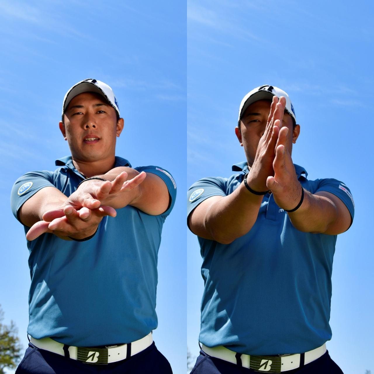 画像: 飛距離を求めるドライバーでは腕をねじように使い(左)、正確性を求めるアイアンでは腕はねじらずに縦方向に使う(右)(写真/有原裕晶)