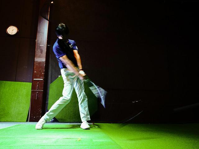 画像: プロゴルファー・中村修も、堀口と同様ロフト10.5度、シャフトは純正の「Air Speeder for Yamaha M421d」Rフレックスで試打