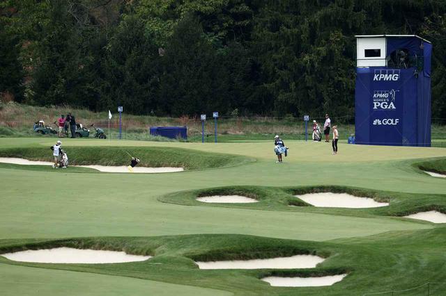 画像: KPMG全米女子プロゴルフ選手権でバンカーからピンを狙う河本。この写真からも難易度の高さがうかがえる(写真Darren Carroll PGA of America)