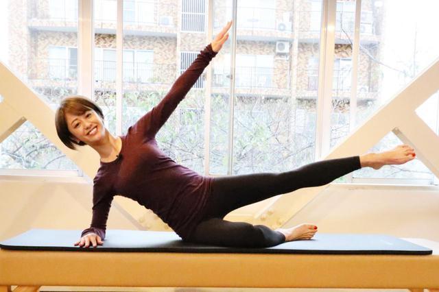 画像: どのエクササイズをしていても動きが美しいChiekoさん。S子と同じポーズとはとても思えません!(笑)