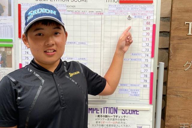 画像: 父・正宏さんが運営する練習場で1歳から(!)ゴルフを始めた香川友くん。「チャリティトーナメント ザ・ロイヤルゴルフクラブ」でプロの優勝スコアと同じ5アンダーとビックスコアを出した