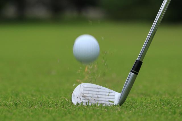 画像: 「ナイスショット」という声は嬉しいもの。初心者ゴルファーとラウンドするときは積極的に声かけ、盛り上げよう(撮影/ 渡辺義孝)