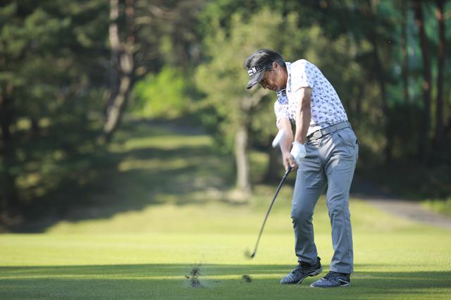 画像: 打ち込んでいけてなおかつ高さが出る。競技系のベテランゴルファーには最適と話す金谷プロ