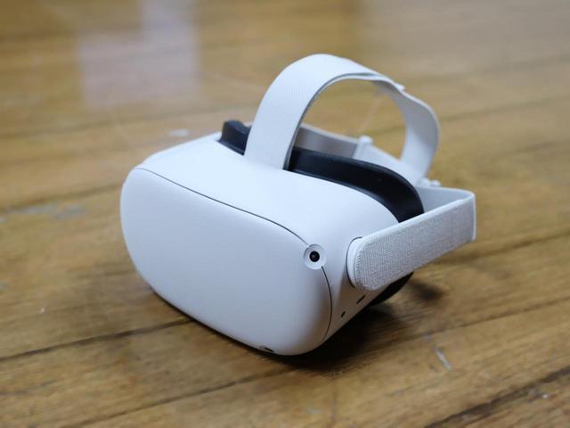 画像: ヘッドマウントディスプレイ、いわゆるVRゴーグルを装着して体験します