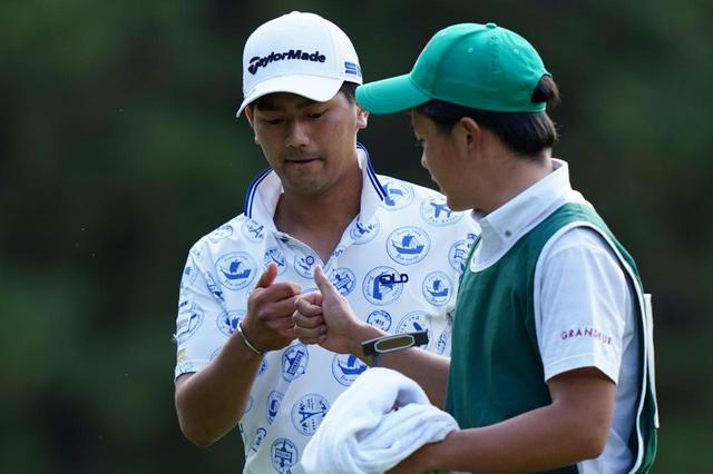 画像: プレーオフの末、惜しくも敗れた石坂友宏(左)