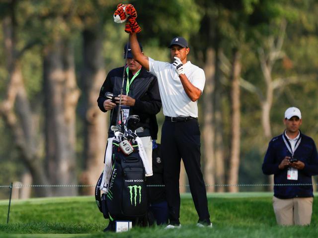 画像: タイガー・ウッズが使用するキャディバッグもベゼル製(USGA/Jeff Haynes)