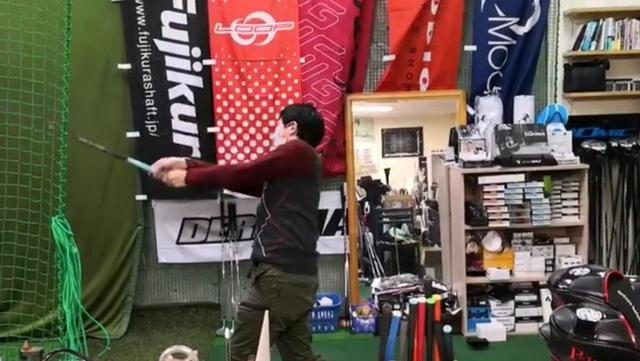 画像: 始動する前に「足踏み」をするようにしたことでスウィングのバランスが良くなったと羽藤氏はいう