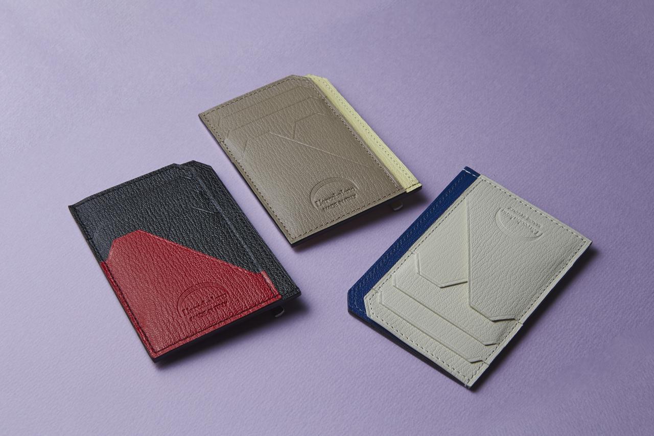 画像: 薄型ながらカード数枚にお札、コインも入る薄型のスマートミニウォレットはあると便利