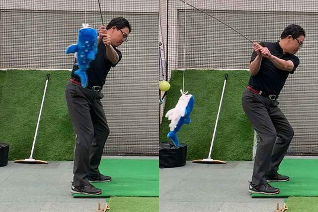 画像: 手元が右足外側にきたらコックを入れて魚を釣り上げ(左)、釣り上げた魚を背中側にリリースしていく(右)