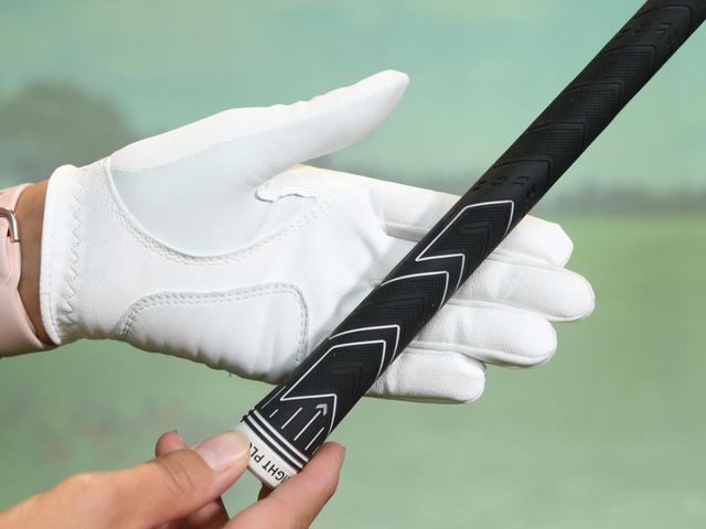 画像: 左手人差し指の第一関節、中指・薬指の第二関節、小指の付け根の部分にグリップを合わせて握ろう