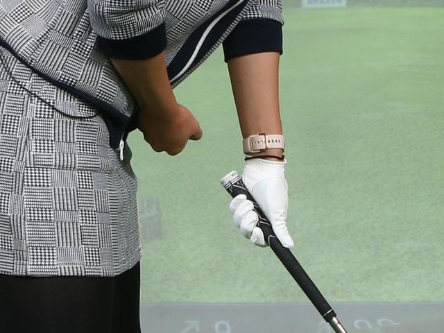 画像: クラブと体の距離は自分の拳1.5~2個ぶん程度離そう