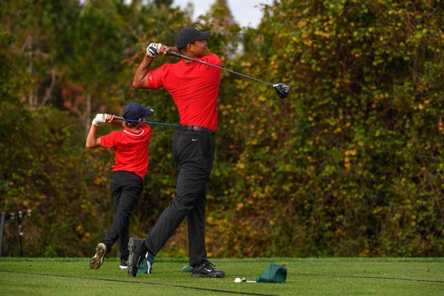 画像: PNC選手権に出場したタイガー・ウッズ(右)と息子のチャーリー(左)(写真はGettyImages)