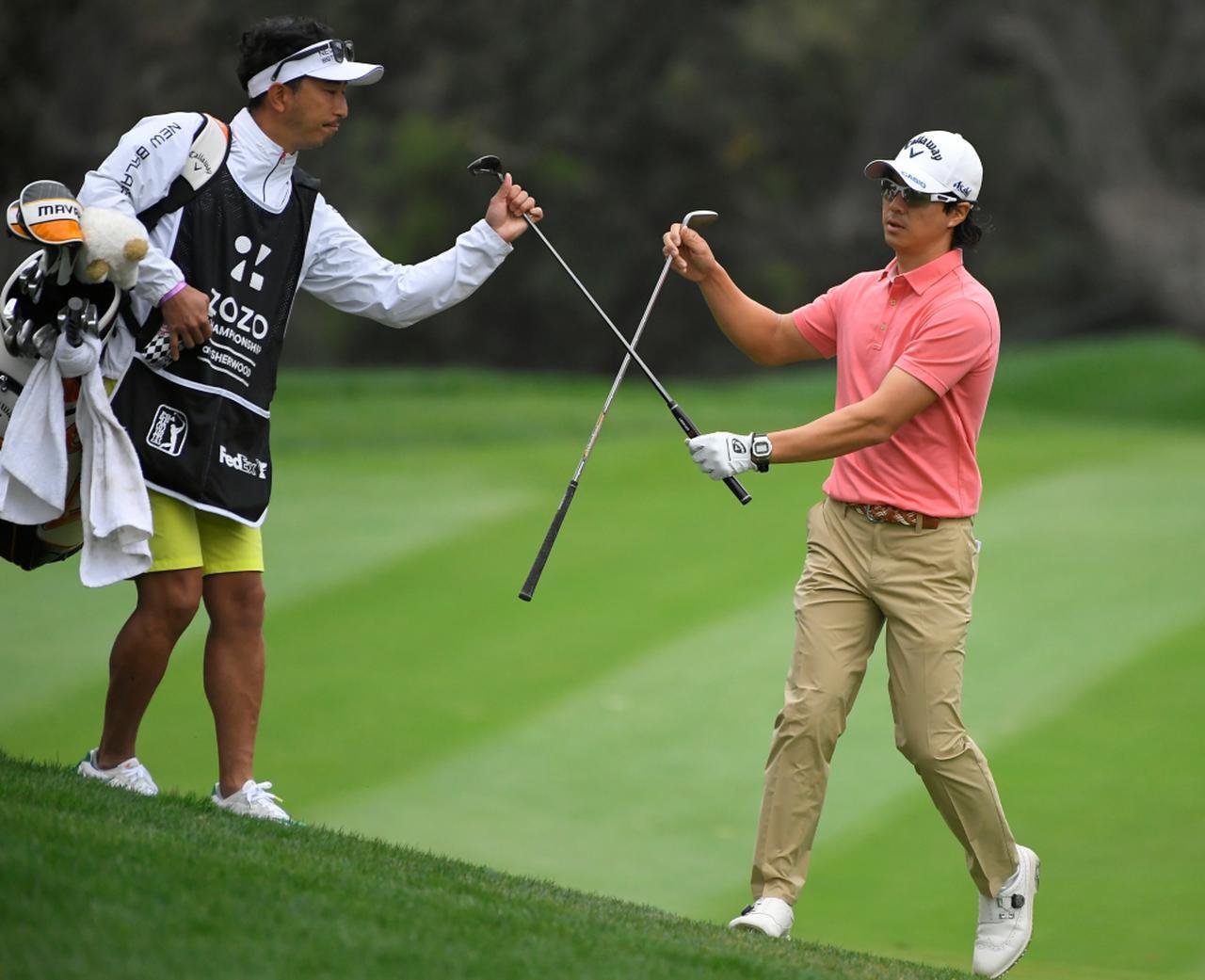 画像: 昨年から田中剛氏(左)をコーチに加え、スウィングやマネジメントの改善に取り組んでいたという