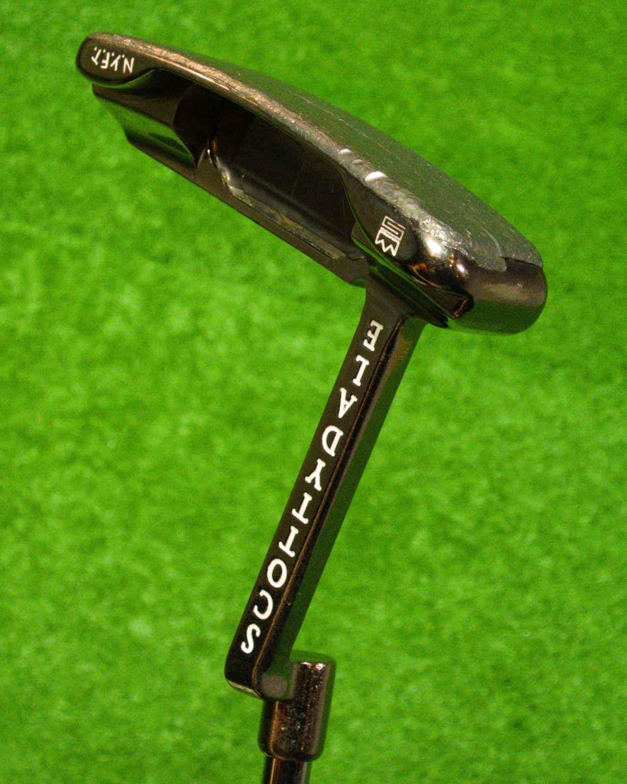 画像: 1997年に発売されたロングネック仕様のスコッティ・キャメロン「スコッティ・デールパター」は、20年以上たった今でもエースとして愛用していると堀口