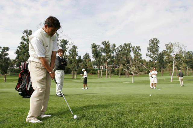 画像: 多彩なアプローチの技で、ゴルフファンを沸かせてきた丸山(リビエラカントリークラブ)