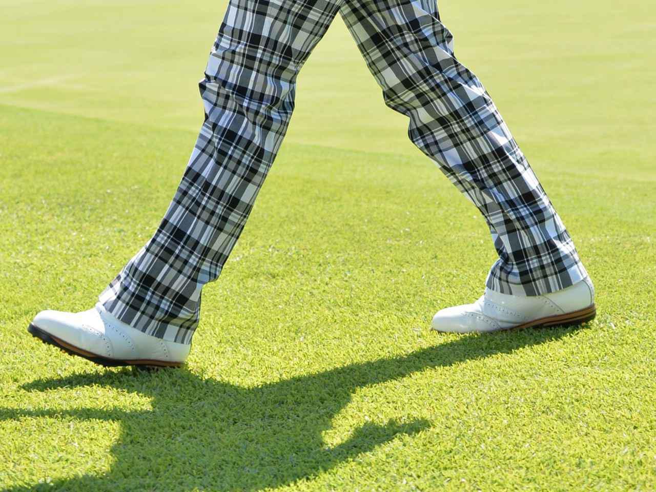 画像: カートに乗らず18ホール歩きでプレーすると、ゴルフを楽しみつつ運動不足解消できて一石二鳥!? 撮影/西本政明
