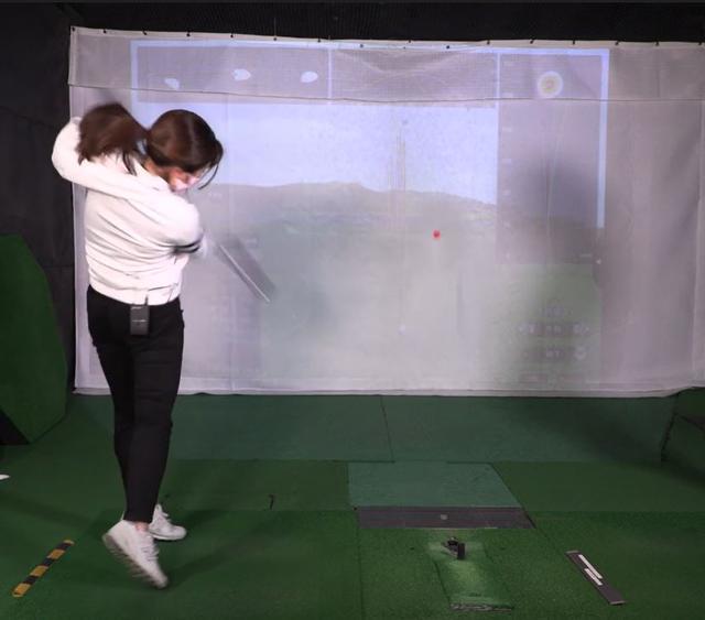 画像: 打ち出し角が12.4度から14.1度へ。その結果キャリーが伸びて、216ヤードと自己最長距離を出せました!
