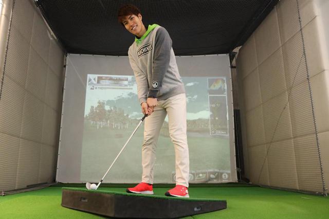 """画像: 初心者ゴルファーがもっともよく打つ""""つま先上がり""""の打ち方を覚えよう"""