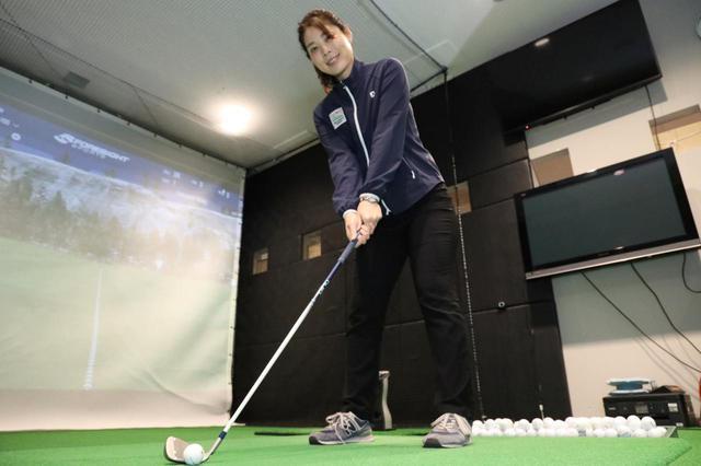 画像: 骨と関節の動きから正しいスウィングを身につけようというプロゴルファー・大谷奈千代