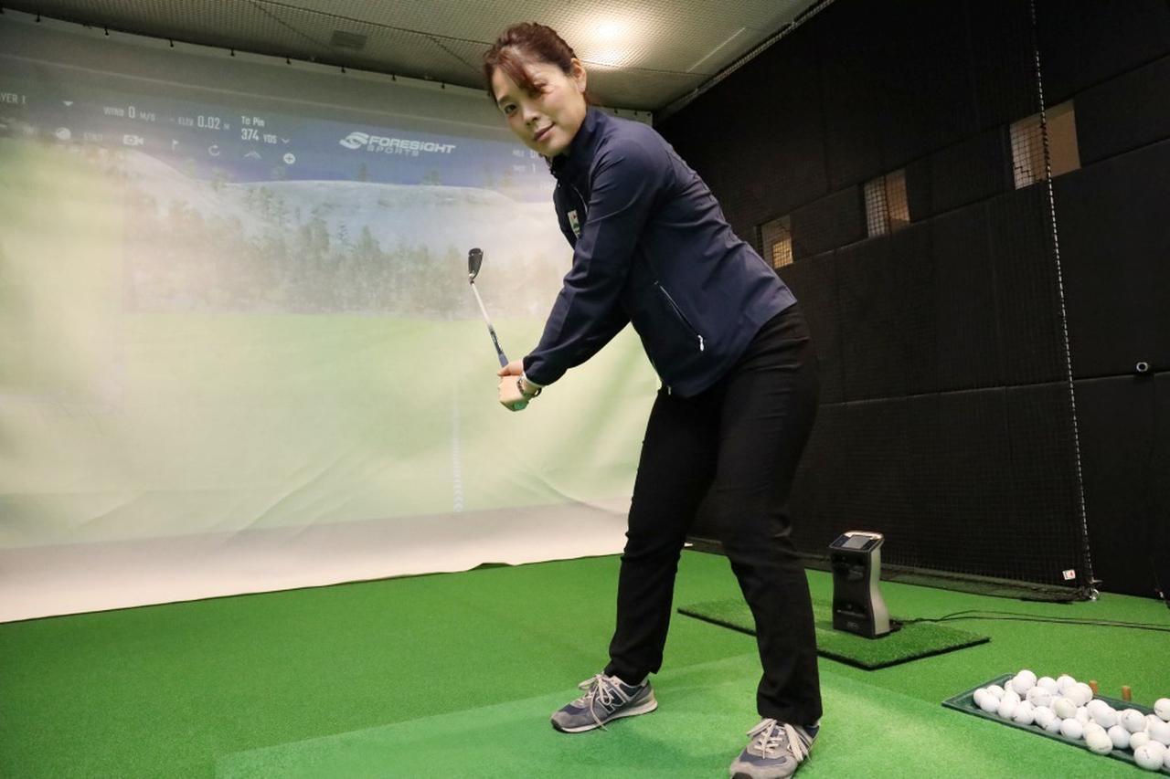 """画像: ダウンスウィングは「左ひざ」から!プロが教える""""足""""から動かすべき理由 - みんなのゴルフダイジェスト"""