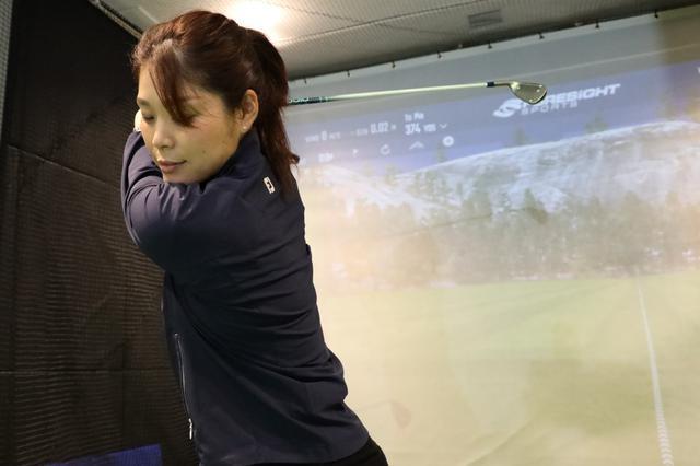 画像: バックスウィングはボールをよく見るのがコツ! 「なにを今さら」と思いきや、実は深い理由があった - みんなのゴルフダイジェスト