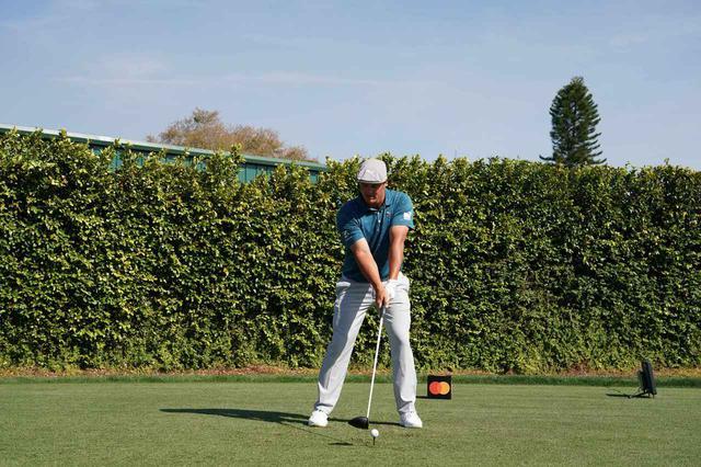 画像: B・デシャンボー ドライバー正面連続写真 - みんなのゴルフダイジェスト