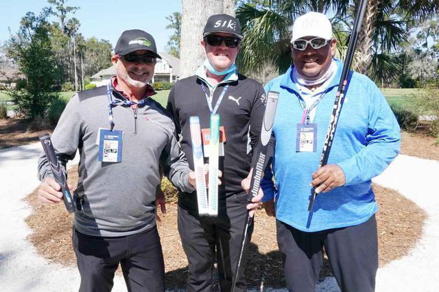 画像: 写真左からデシャンボーのクラブのグリップを手掛ける「ジャンボマックス」のジョンさん、パターのヘッド「SIK」を取り扱う、担当グレッグさん、クラブのシャフトを手掛ける「LAGP」の担当ジョーさん