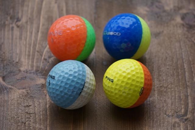 画像: 80年代~90年半ばまでに販売されていたPINGの2トーンボール(手前)。奥は2016年に発売され今も人気のキャスコKIRA-LINE。同じ2トーンだが色分け法に大きな違いがある。PINGはカバーの色が違うが、キャスコは透明カバー。つまりコアの色が違う