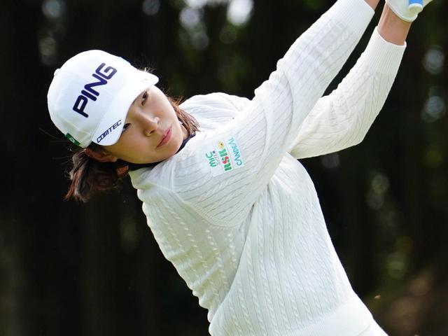 画像: 渋野日向子はセカンドショットで苦戦し、予選落ちに(写真は2021年のアクサレディス 撮影/有原裕晶)