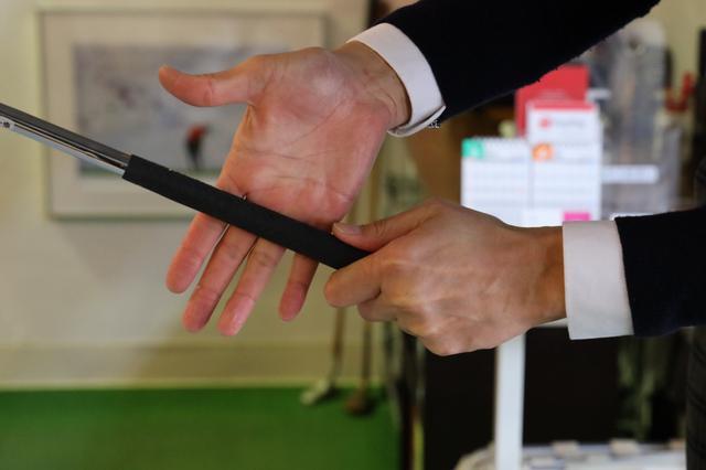 画像: 3サイズの中でもっとも細い「M62」でフィンガーグリップしたときに手のひら寄りで握ってしまう場合はレディスサイズを試してみよう