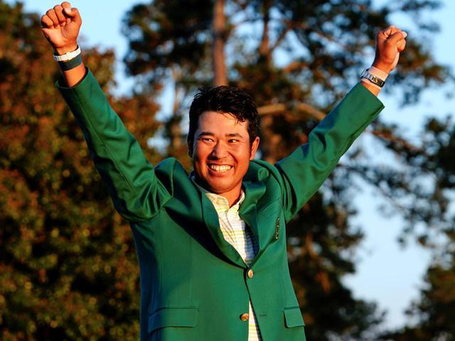 画像: グリーンジャケットに袖を通し、マスターズ優勝に喜ぶ松山英樹(写真提供/2021 Masters)