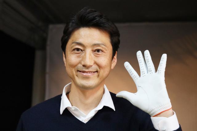 画像: 「握り拳が作りにくい程度にパツパツ感があるサイズを選びましょう」と関氏はいう