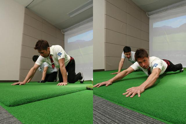 画像: 腕立て伏せの姿勢から、片方ずつ手を前方へ伸ばしていき、体が地面に付くギリギリのところまで「平らに」していくトレーニング