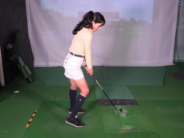 画像: 右足を浮かせたときに、右ひざが体の前面に突き出た状態にならないように気を付けよう