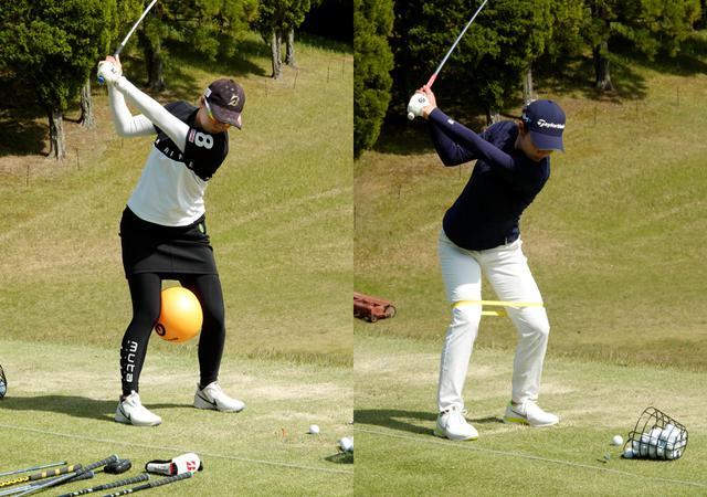 画像: ボールをひざの間に挟み込んでスウィングする福山恵梨(左)と、両ひざの少し上にゴムを巻き付けてスウィングする山路晶(右)
