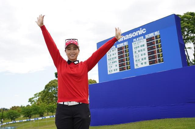 画像: 今季初優勝をプレーオフの末勝ちとった上田桃子(写真は2021年のパナソニックオープンレディース 写真/大澤進二)