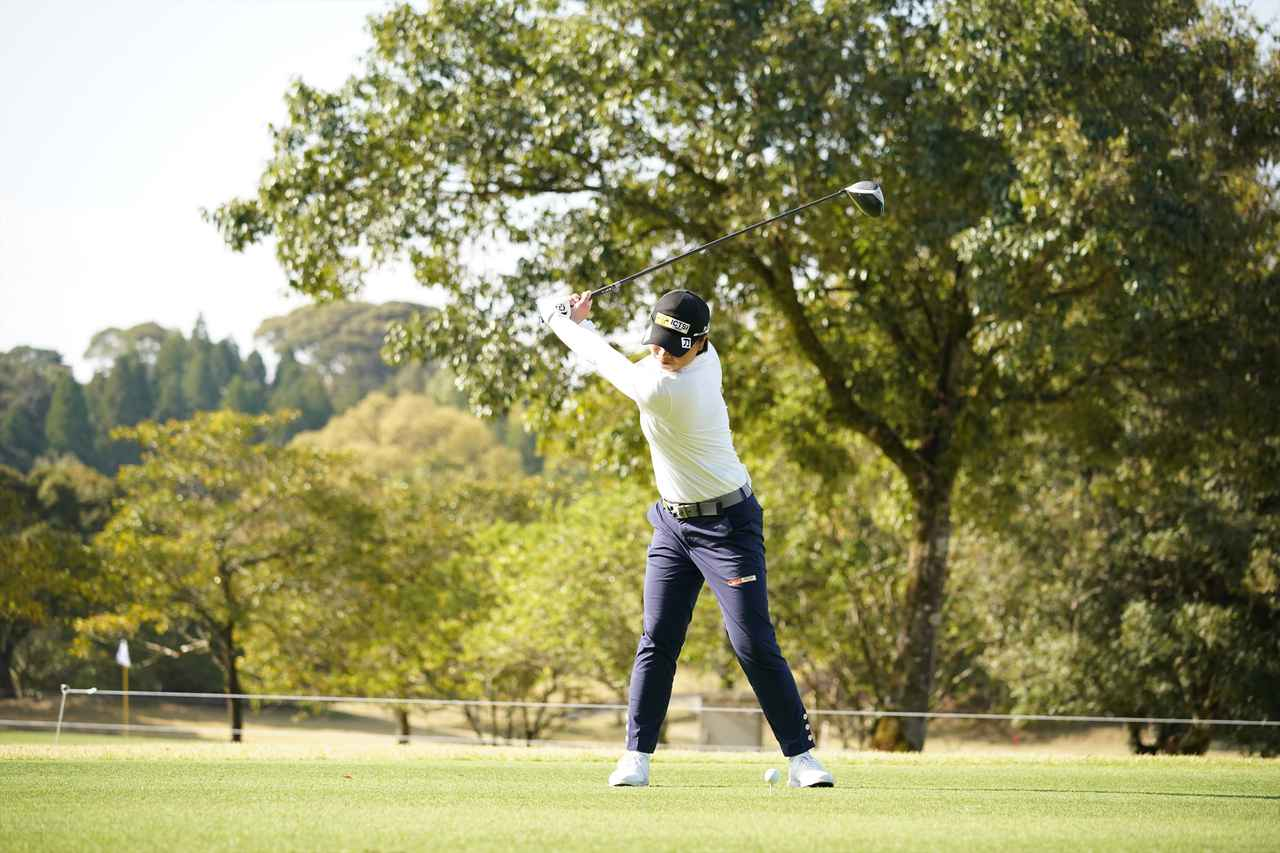 Images : 4番目の画像 - 笹生優花 ドライバー正面連続写真 - みんなのゴルフダイジェスト