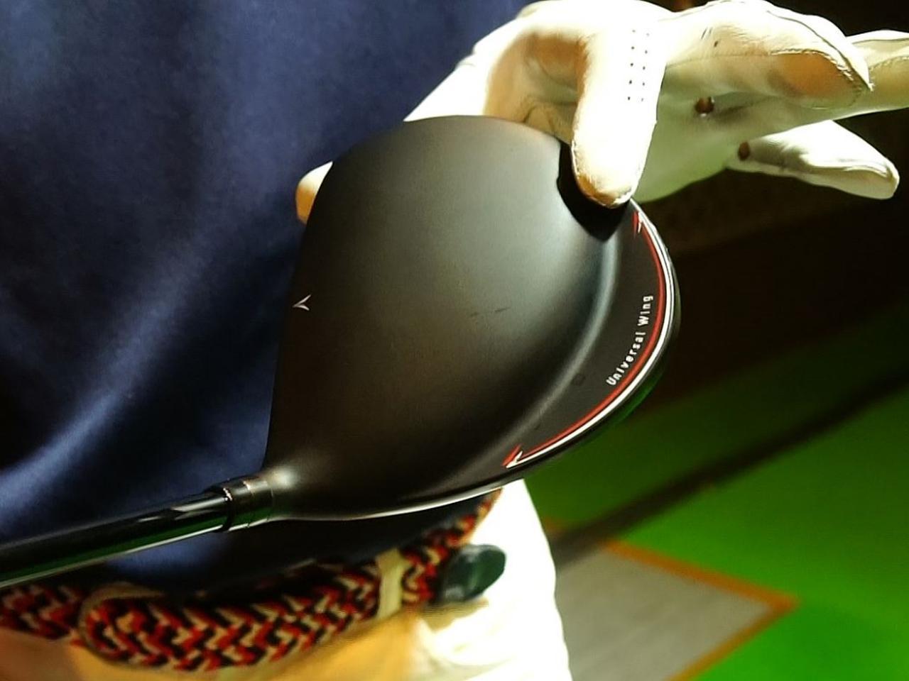 画像: ヘッド自体はかなり小ぶりだが、後方のウェート部分があることで投影面積は大型ヘッド並み